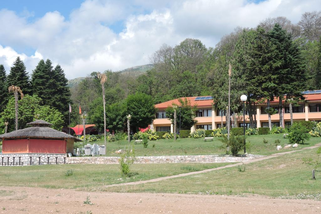 LAKEVIEW HOTEL & RESORT